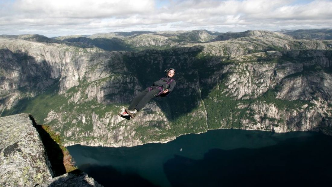 Leo Houlding Base Jumping